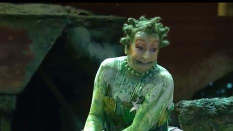 Agnew dans Platée mis en scène par Pelly