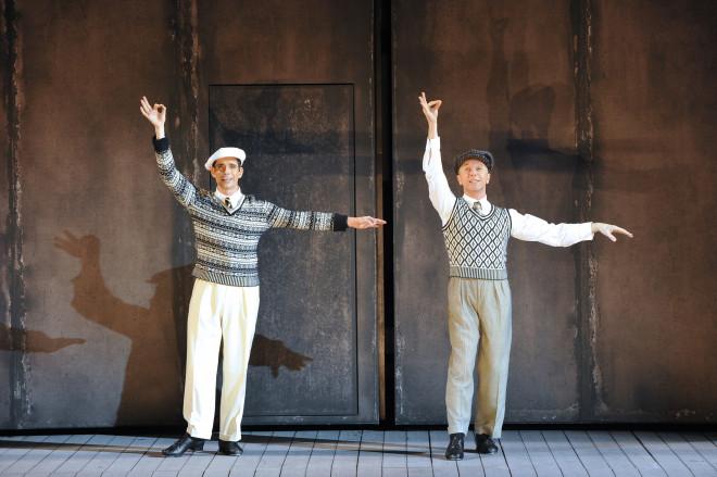Dan Burton et Daniel Crossley - Singin' in the Rain par Robert Carsen