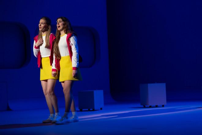 Anne-Aurore Cochet et Violette Polchi dans Les P'tites Michu