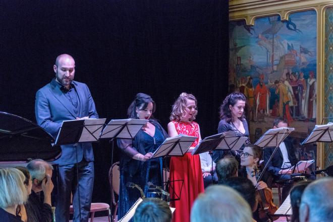 Jean-Fernand Setti (Le Baron), Ainhoa Zuazua Rubira (Tisbé), Mélanie Boisvert (Clorinde) et Claire Debono (Cendrillon) - Cendrillon en version concert