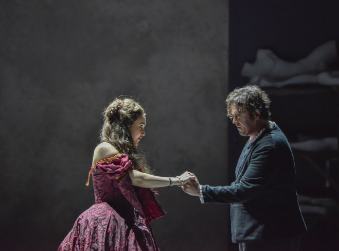 Et Les Chanteurs Ayant La Plus Grande Tessiture Vocale: Les Huguenots, Drame D'aujourd'hui à L'Opéra De Nice
