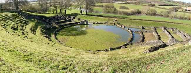 Décidé à lancer un projet de réanimation du théâtre gallo-romain de Sanxay, Christophe Blugeon lance en 2000 la première édition des Soirées lyriques.